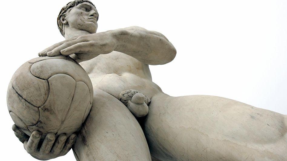 Nicht-antike Marmorstatue in Rom: Webgewichte, die den Körper straffen ?