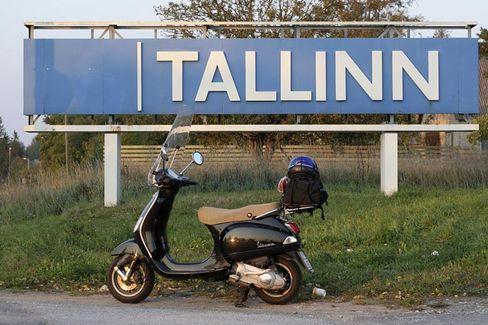 Ortsschild der estnischen Hauptstadt Tallinn: Die globale Finanzkrise hat die Baltenrepublik erreicht