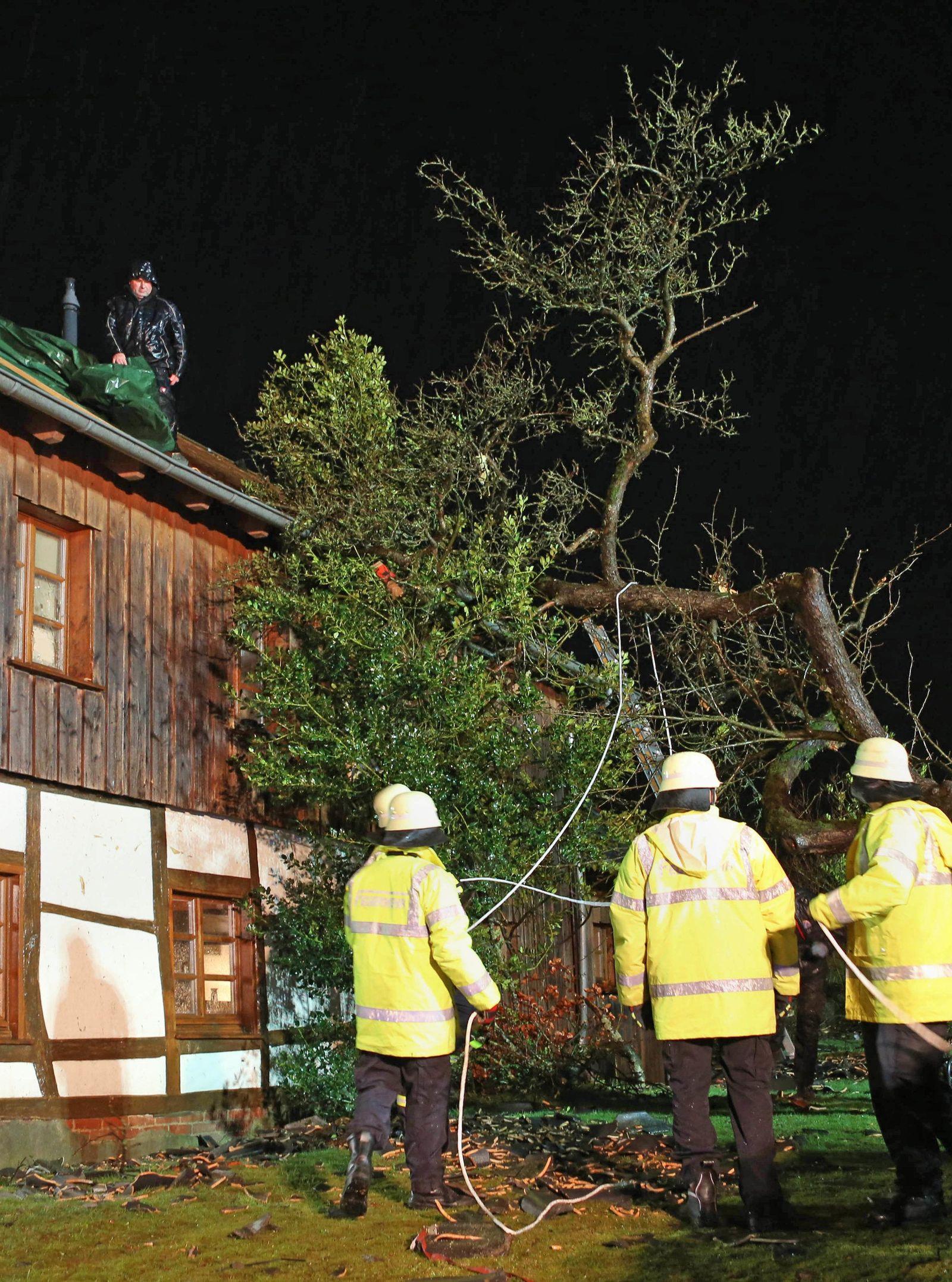 Tornado-Wind deckt in Roetgen Dächer ab - ein Verletzter