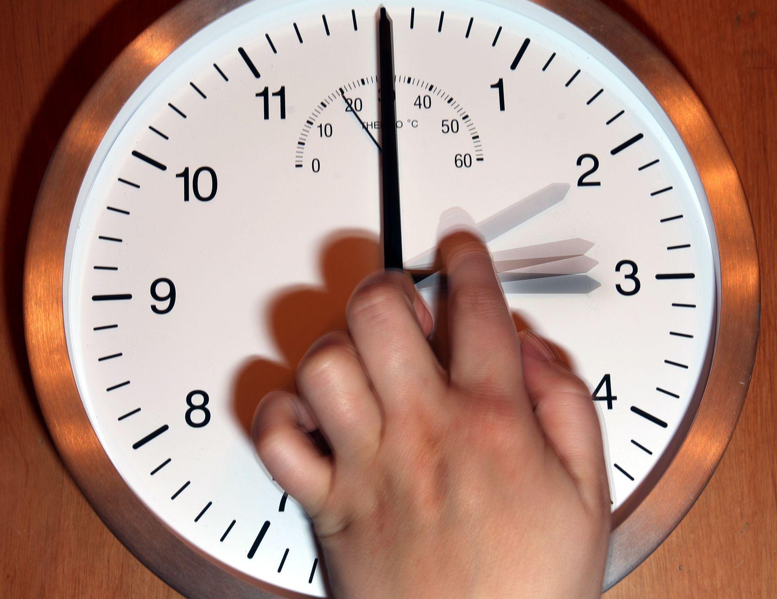 Symbolbild Uhrzeit / Zeit / Zeitumstellung / Sommerzeit