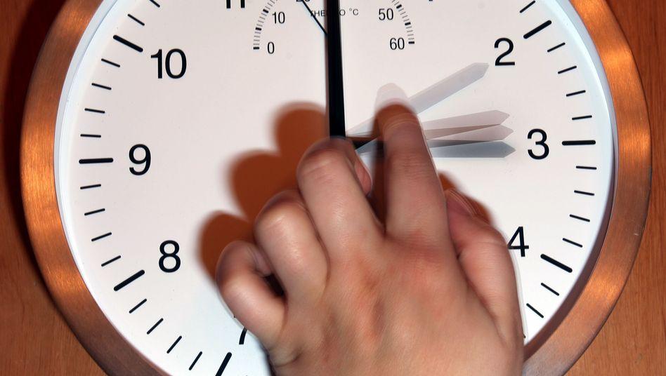 Die Zeitumstellung wird vorerst nicht abgeschafft (Symbolbild)
