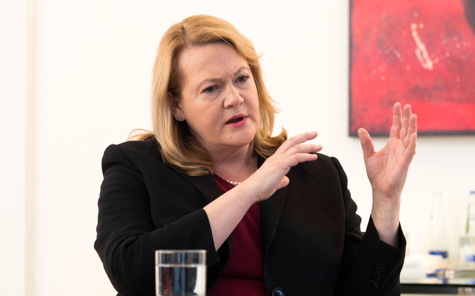 Allianz Jacqueline Jackie Hunt ist Vorstandsmitglied der Allianz SE Frau Hunt beim Handelsblatt I