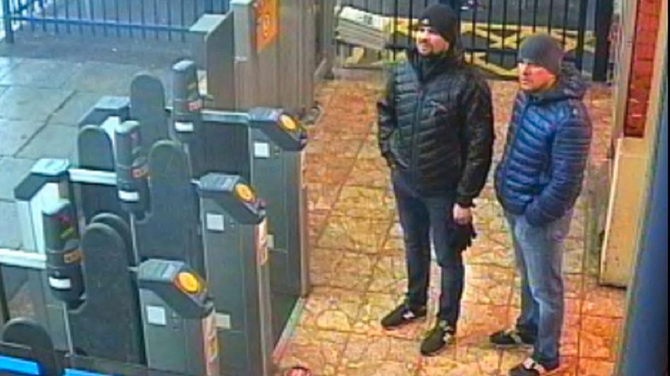 Das Standbild einer Überwachungskamera zeigt die beiden Verdächtigen im Fall Skripal in Salisbury