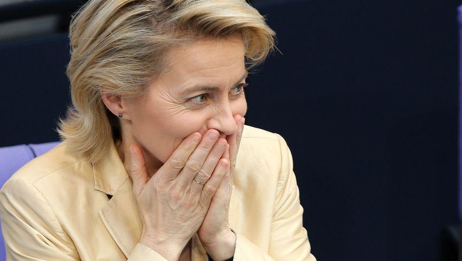 Ursula von der Leyen (während der Quotendebatte im Bundestag): Wer erpresst denn hier?