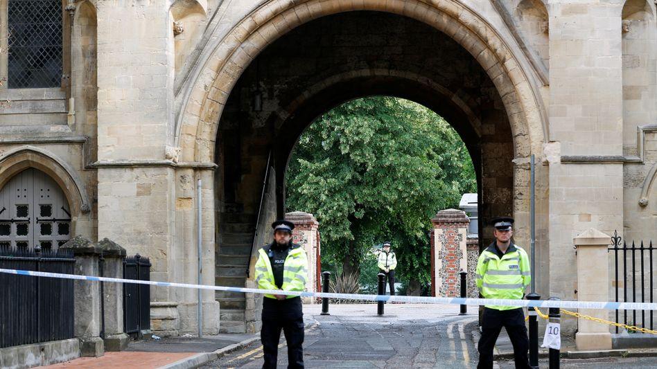 Polizei sperrt Tatort in Reading ab