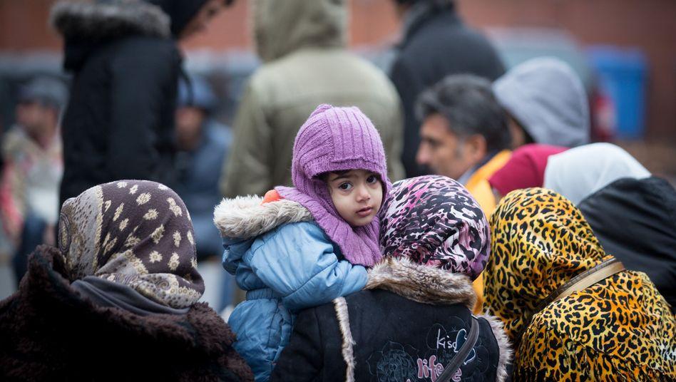 Flüchtlinge vor dem Lageso: Politische Interessen wichtiger als Asylunterkünfte?