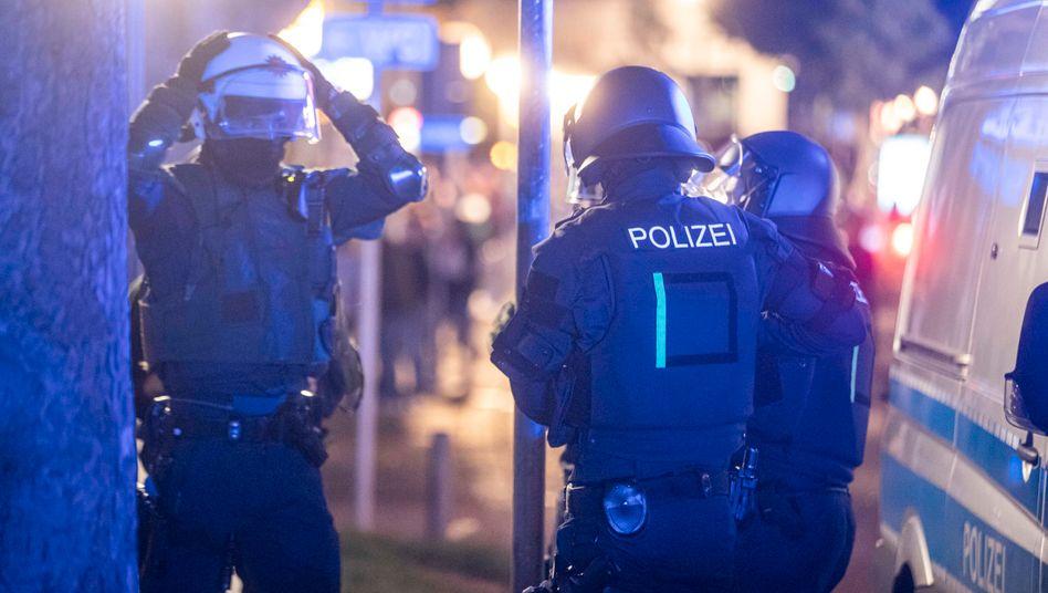 Stuttgart: Polizeieinheiten sammeln sich, um gegen Randalierer vorzugehen