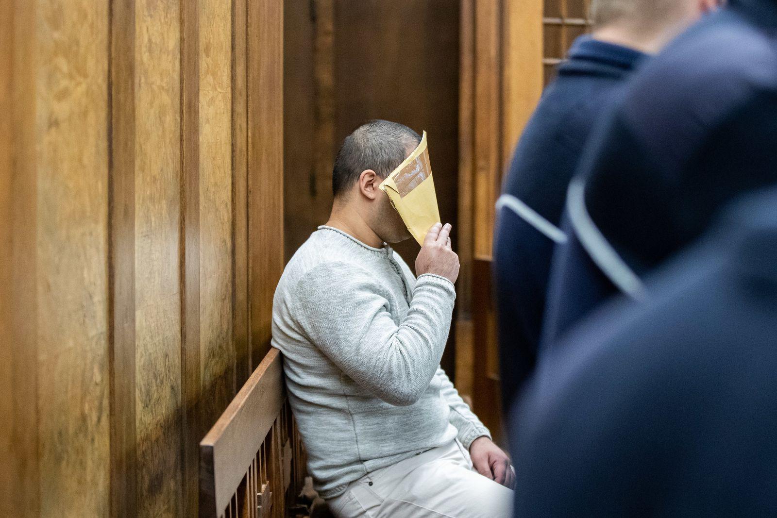 Frau vor Zug gestoßen - Prozess gegen 28-Jährigen