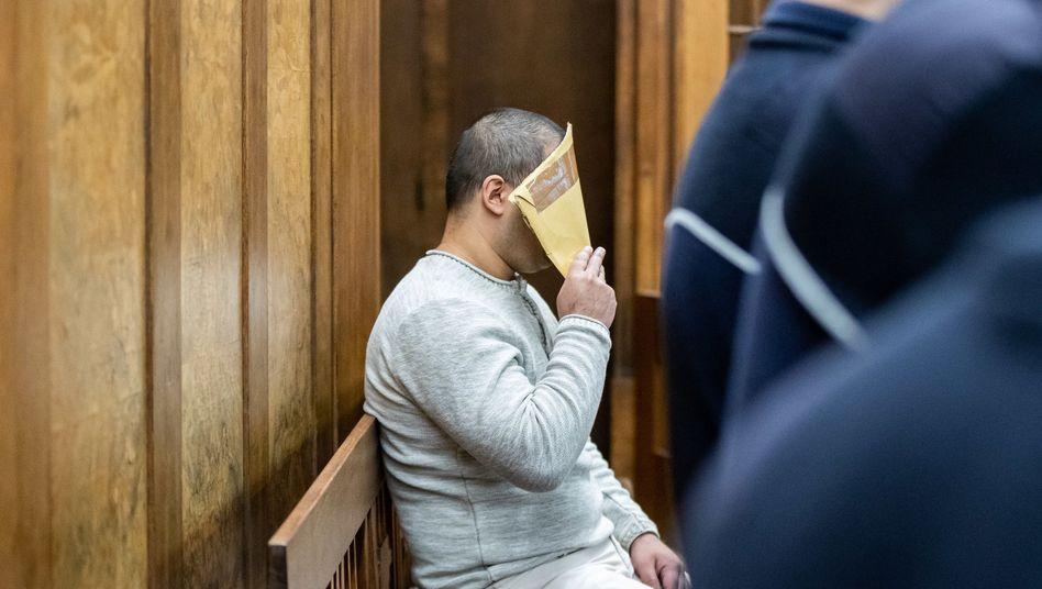Angeklagter am 9. Januar vor Gericht: Einweisung in die Psychiatrie