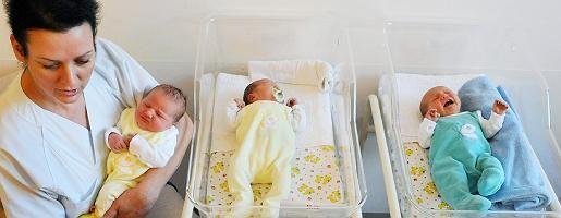 """Hebamme mit Babys in Leipzig: """"Vor allem bei Männern nimmt der Kinderwunsch zu"""""""