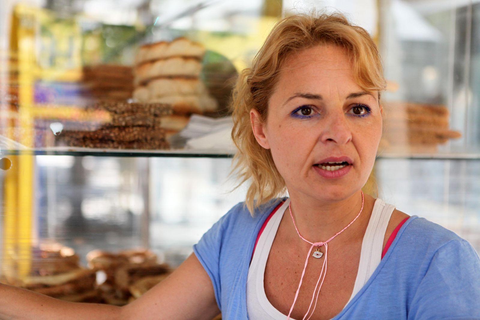 EINMALIGE VERWENDUNG Griechenland/ Geldautomat/ Portrait