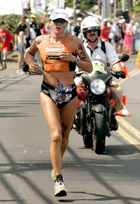 Eisenzeit auf Hawaii: Siegerin Nina Kraft ging als Erste auf die abschließende Marathondistanz