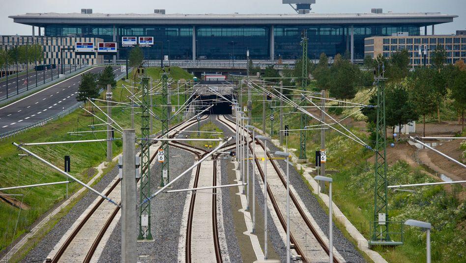 Bahnhof unter BER-Terminal