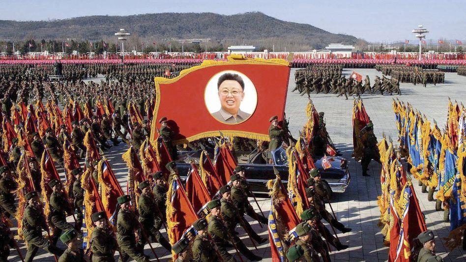 Militärparade zum Gedenken an Kim Jong Il in Pjöngjang