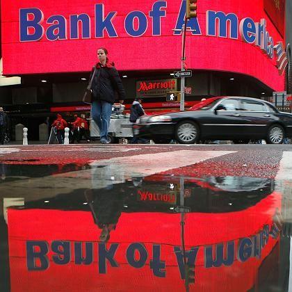 Bank of America: Eine Passantin läuft an einer Filiale der US-Bank am New Yorker Times Square vorbei