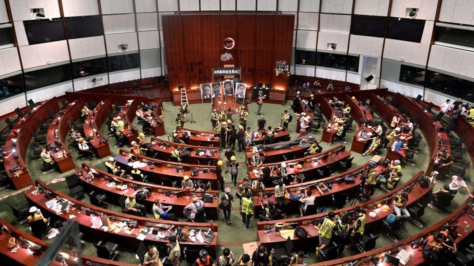 Demonstranten am 1. Juli 2019 im Abgeordnetenhaus von Hongkong