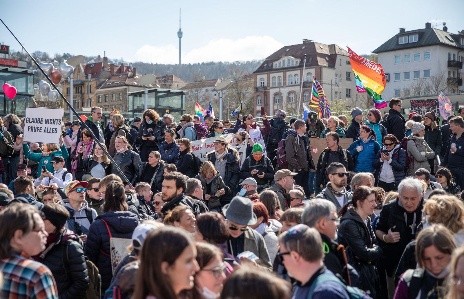 Demonstrationen der Initiative «Querdenken» in Stuttgart