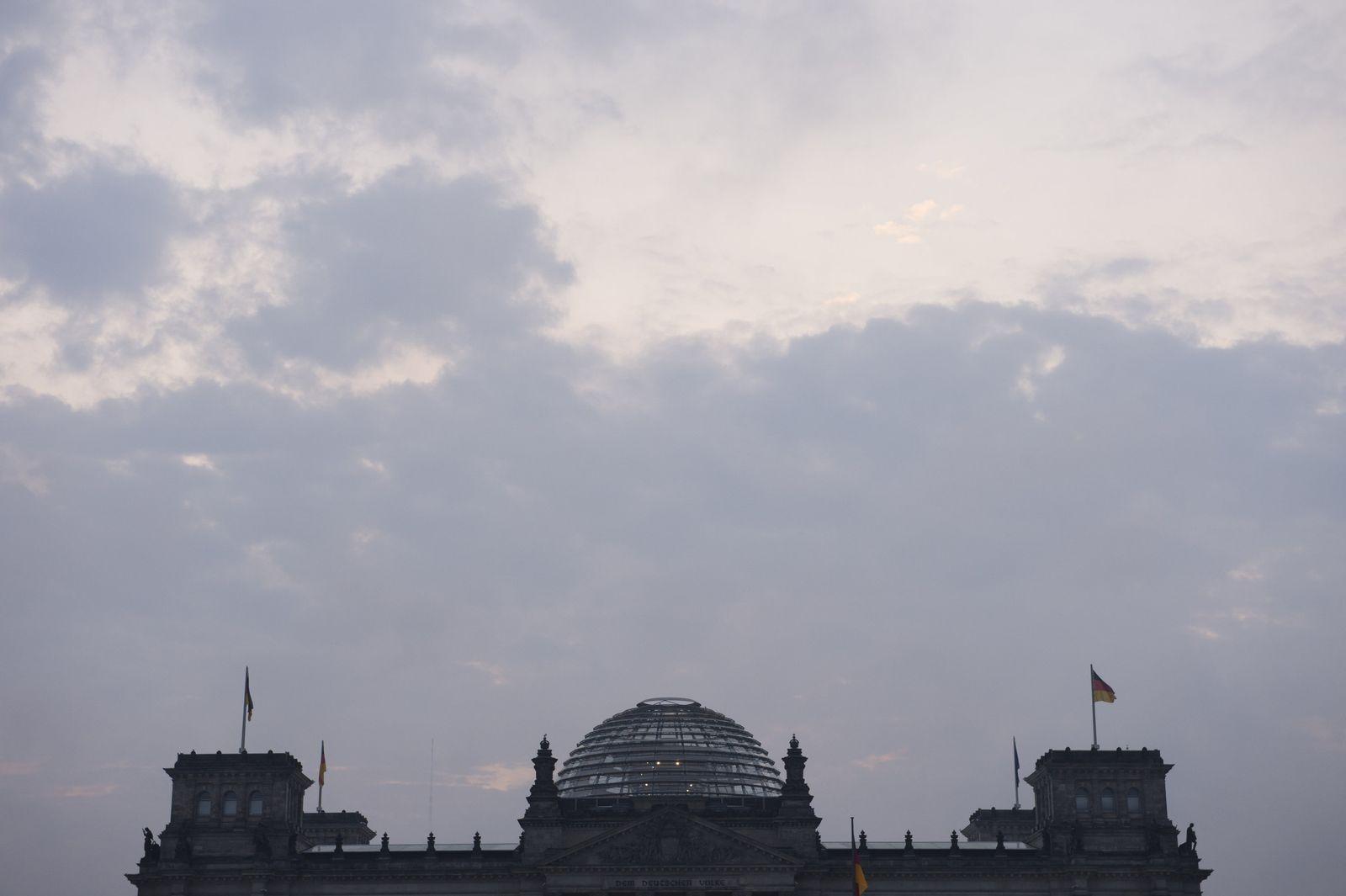Wolken über den Reichstag