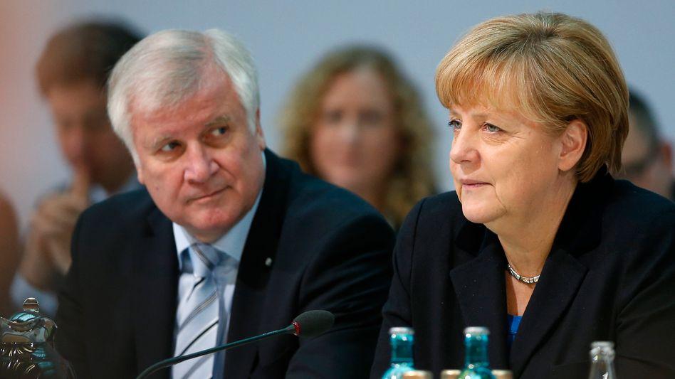 Seehofer, Merkel: Den Solidaritätszuschlag schrittweise abschmelzen