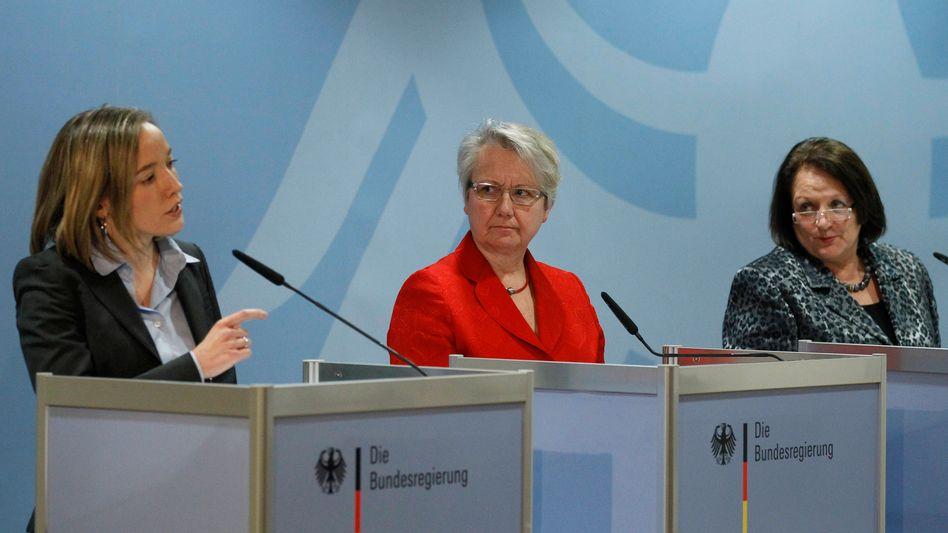 "Ministerinnen Schröder, Schavan, Leutheusser-Schnarrenberger: ""Kultur des Hinsehens"""