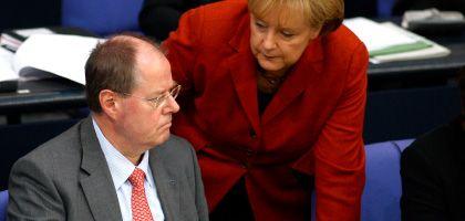 Kanzlerin Merkel, Minister Steinbrück: Die SPD stellt nun das ganze Expertengremium zur Disposition