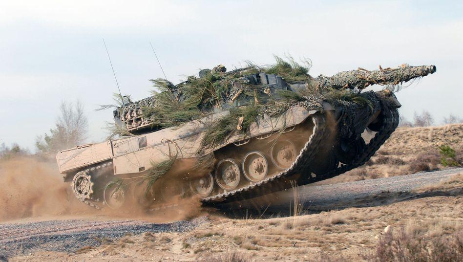 """""""Leopard 2"""" auf Testgelände (Archivbild): Kampfpanzer für Indonesien"""