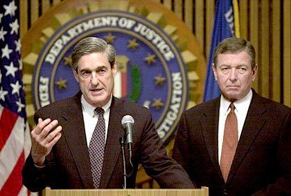 """FBI-Chef Mueller, Justizminister Ashcroft: """"Die Leute müssen sich entscheiden"""""""