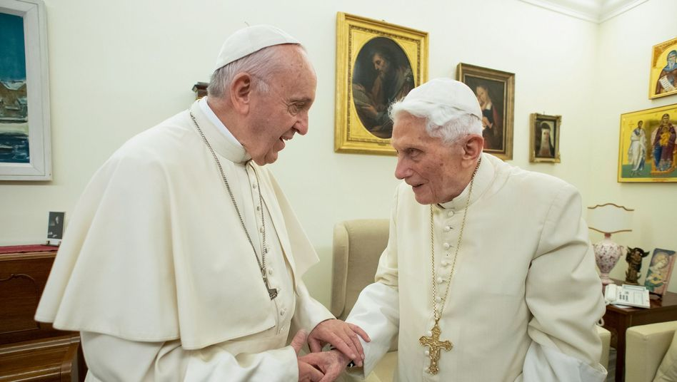 Offenbar nicht immer einer Meinung: Papst Franziskus und sein Vorgänger Benedikt XVI.