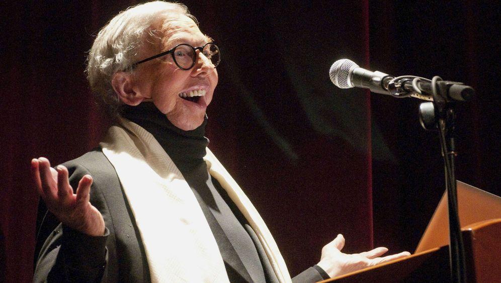 "Filmkritiker Roger Ebert: ""Daumen hoch"""