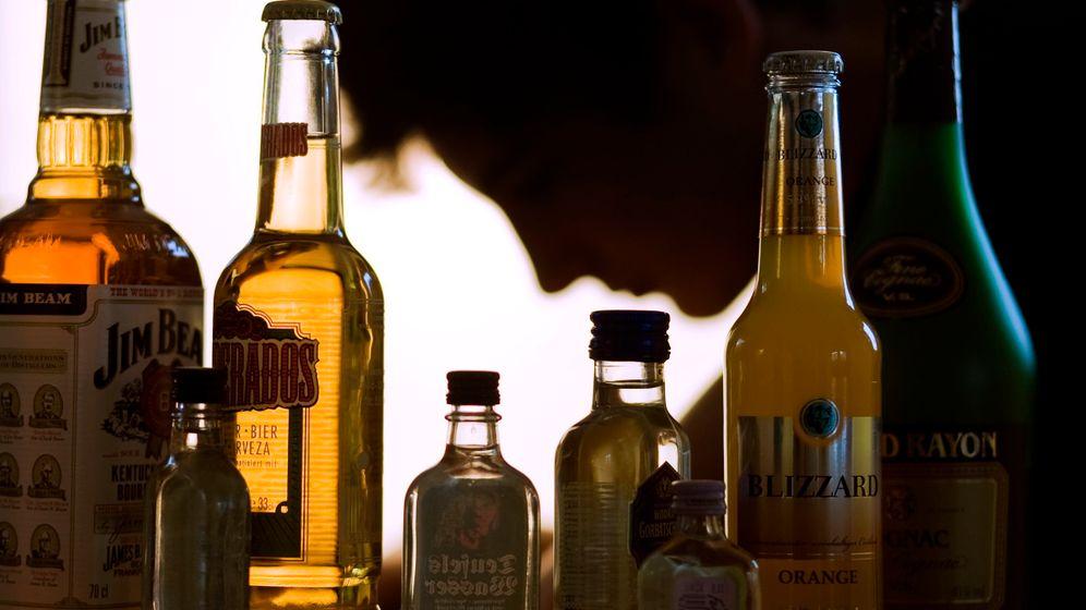 Fotostrecke: Abhängig von Alkohol, Tabak und illegalen Drogen