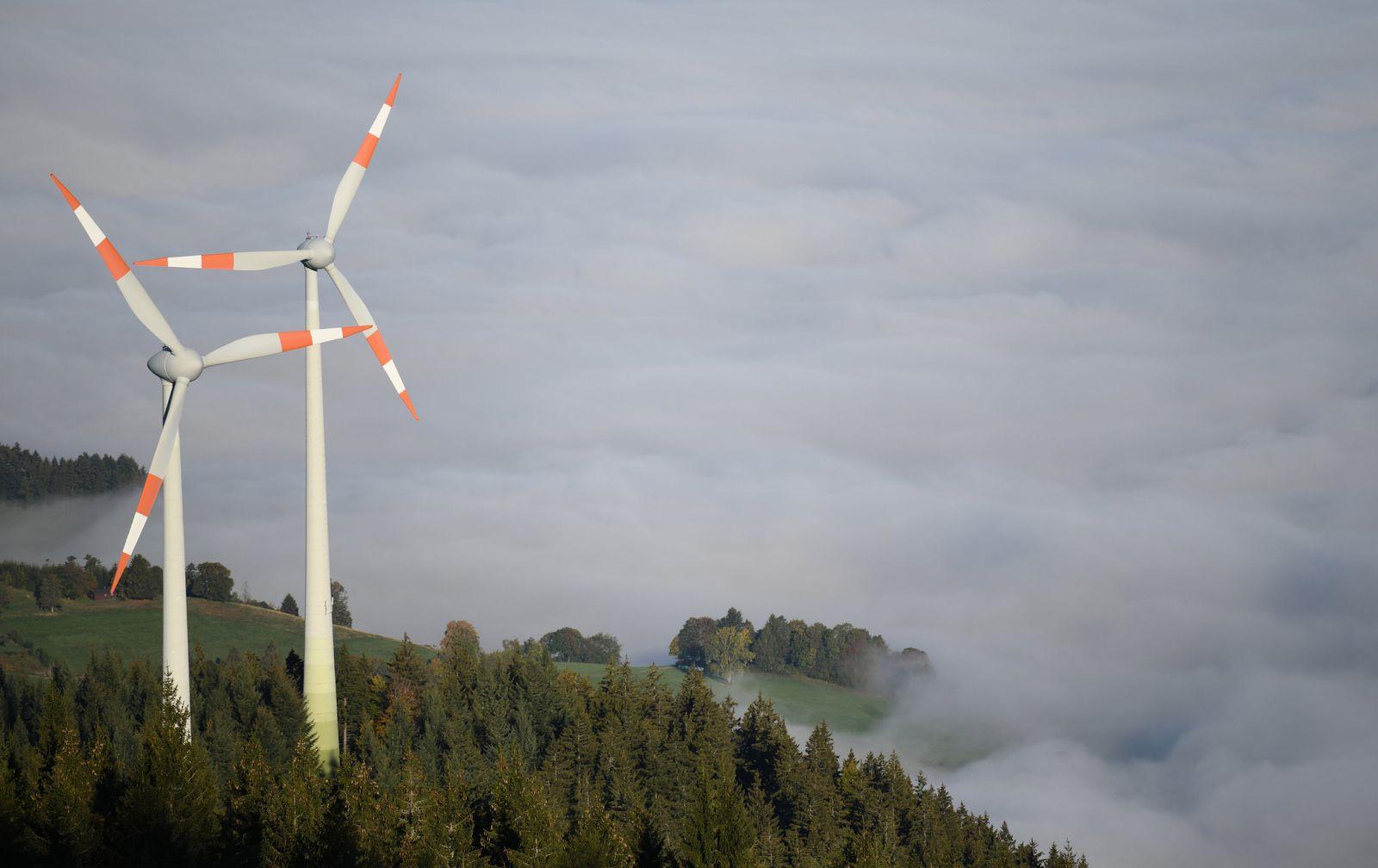 Windräder Nebel