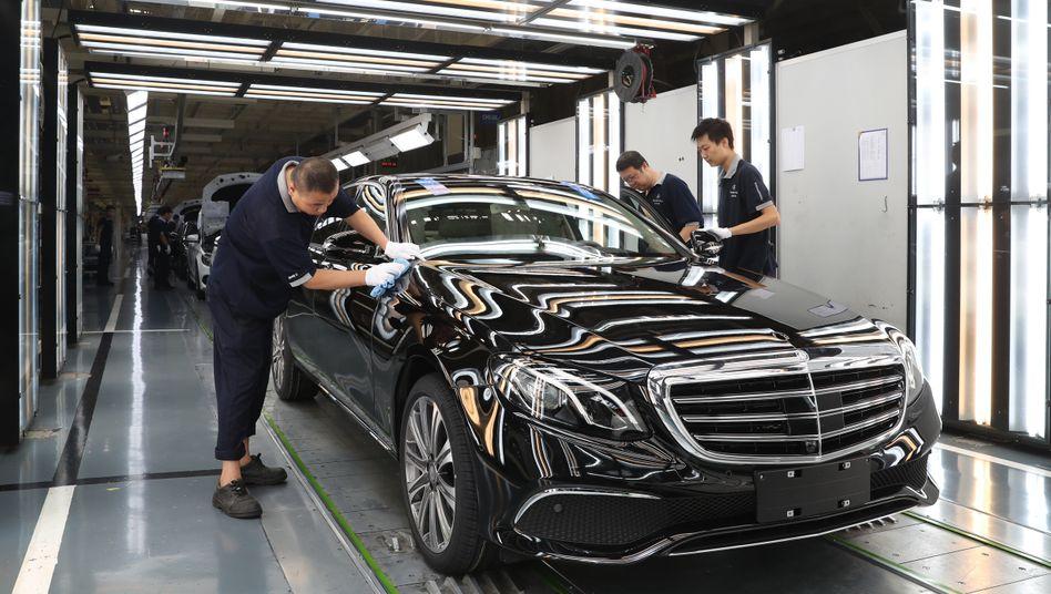 Produktion der E-klasse, hier in einem Werk in Peking