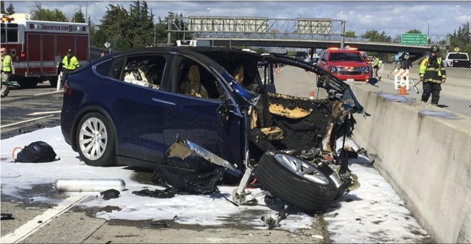 Tesla/ Autopilot/ Unfall