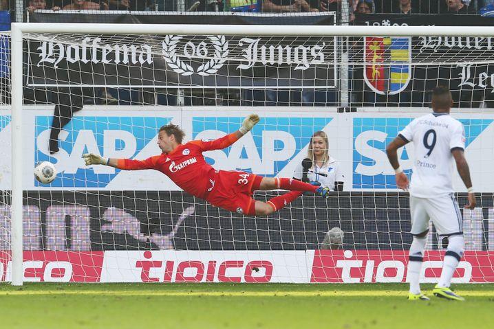Schalke-Torwart Hildebrand: Chancenlos gegen Abrahams Freistoß