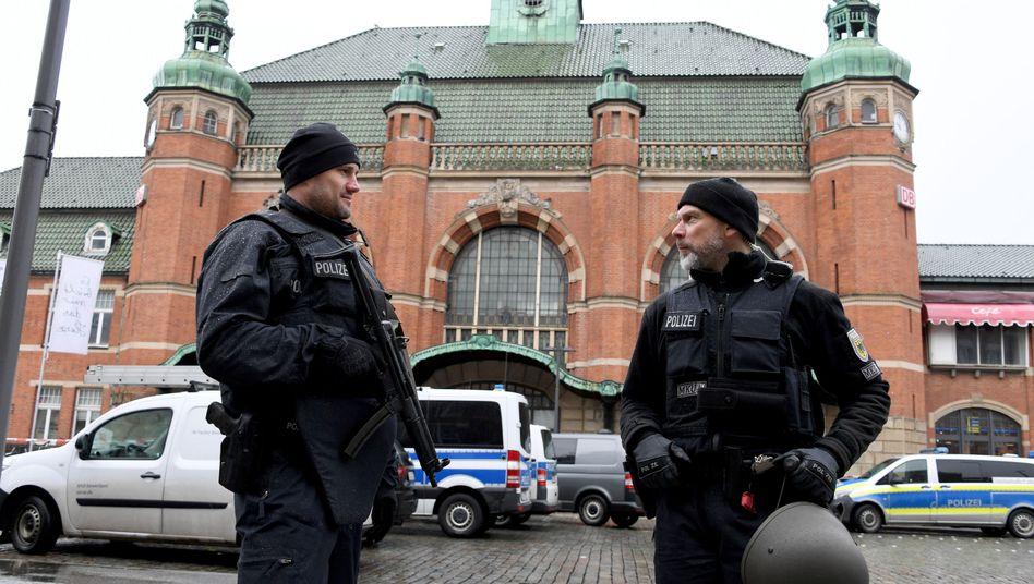 Einsatz nach Bombendrohung am Lübecker Hauptbahnhof (Archiv)