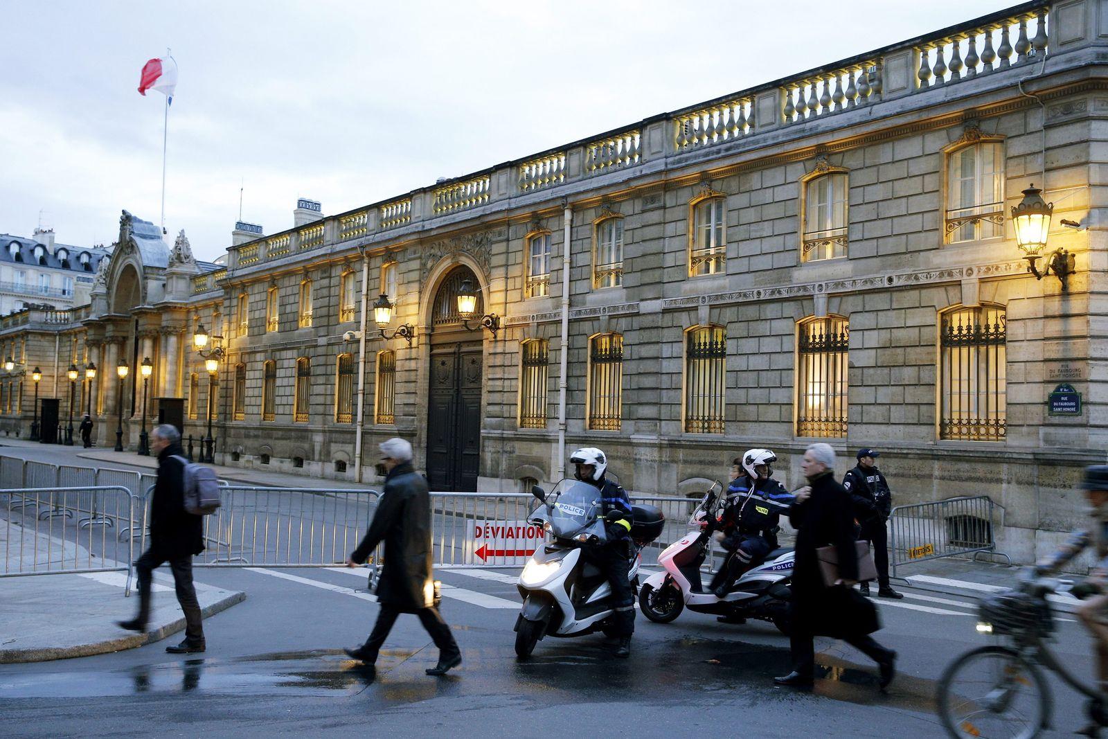 Elysee Paris Polizistin angefahren