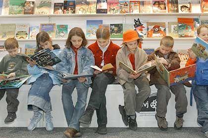 Lesende Schüler: Leistung, so früh wie möglich