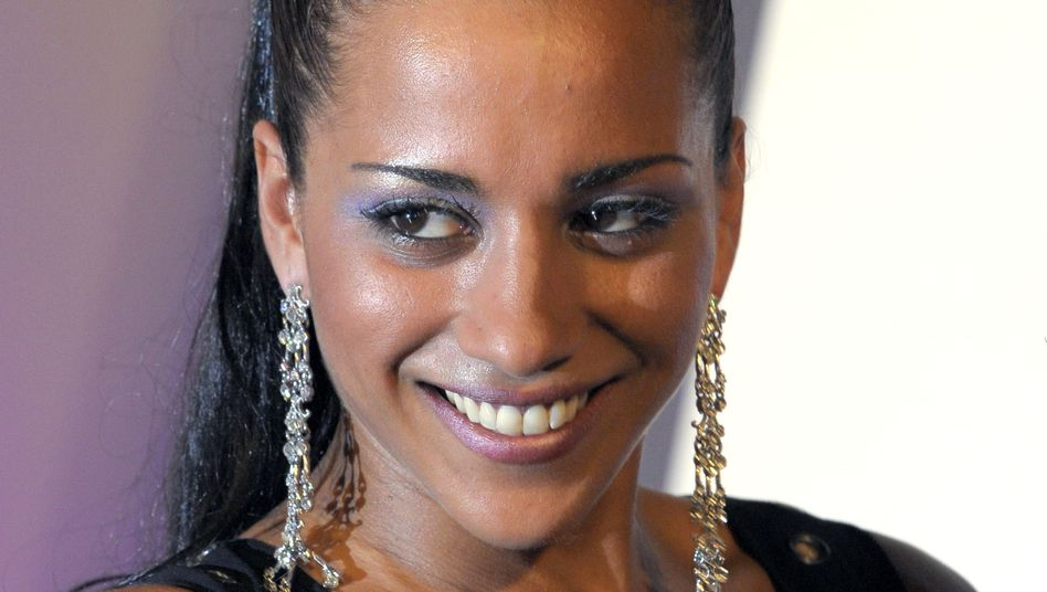 "Sängerin Benaissa, 27: ""Es gab Erpressungen"""
