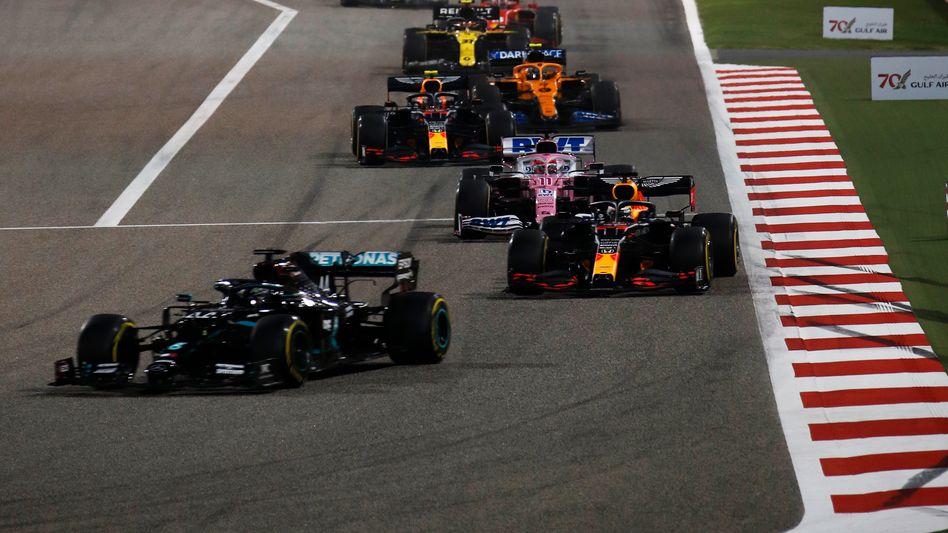 Gewohntes Bild in dramatischem Rennen: Am Ende fährt Lewis Hamilton vorn