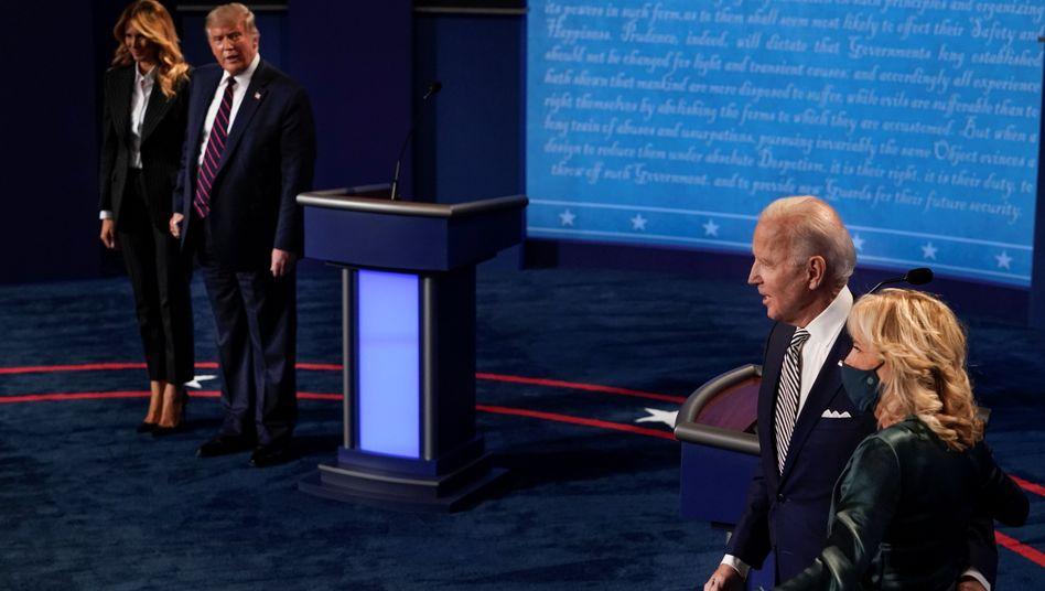 Joe Biden mit Ehefrau Jill Biden und Donald Trump mit Melania
