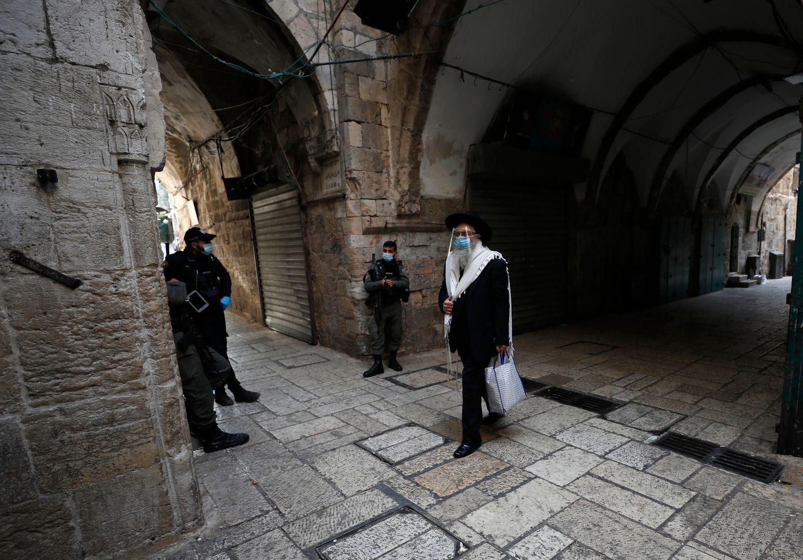 Rosh Hashanah prayers amid coronavirus pandemic in Jerusalem, Israel - 20 Sep 2020