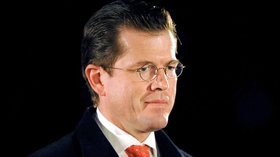 Guttenberg beim Zapfenstreich am 10. März: Rücktritt wegen Plagiatsaffäre