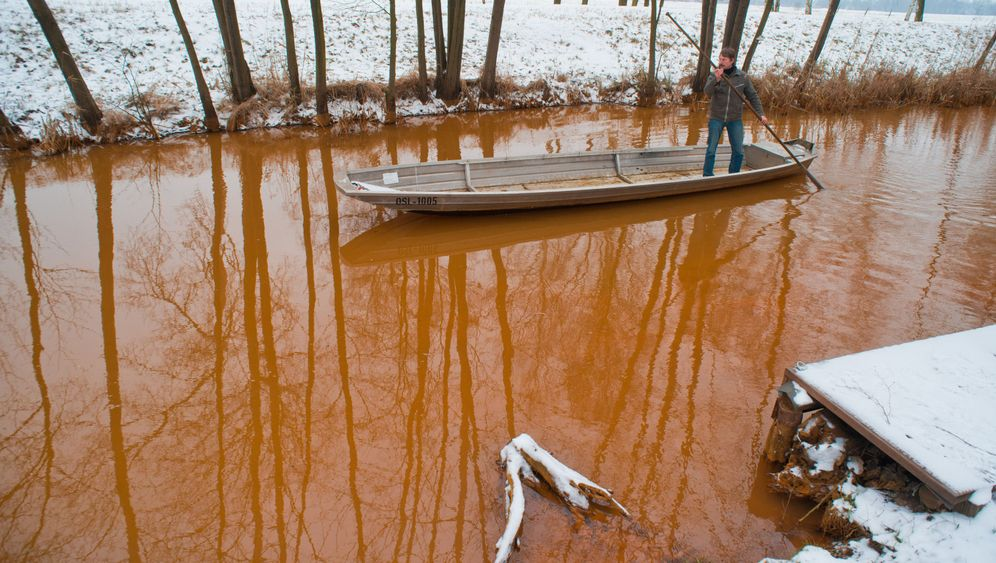 Photo Gallery: Fighting Mining Muck in the Spree River