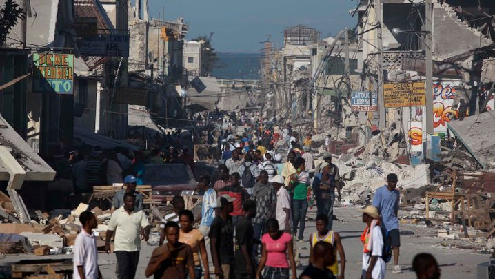 Photo Gallery: Chaos Amid the Rubble in Port-au-Prince