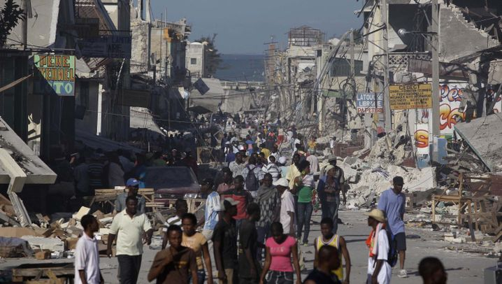 Erdbeben: Port-au-Prince: Chaos, Elend, Verwüstung und erste Hilfe