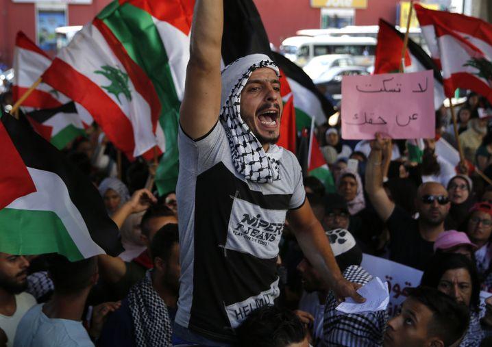 Palästinensischer Demonstrant in Beirut: Symbolpolitik soll die Protestbewegung beruhigen