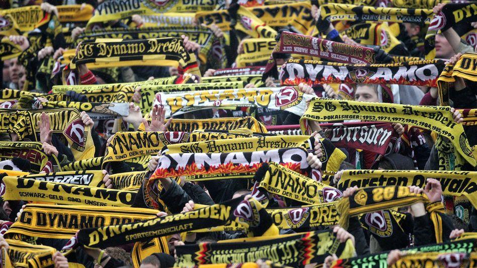 Fans des Drittligisten Dynamo Dresden: Neue Stadien, höhere Einnahmen