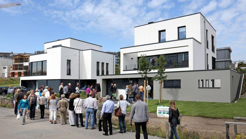 Schlange in Neubaugebiet in Dortmund: Makler unter Druck