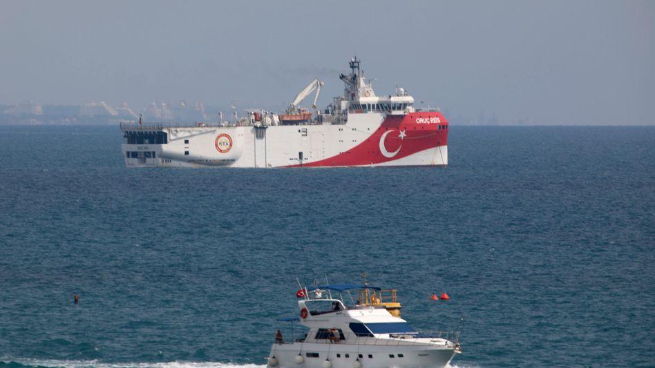 """Das türkische Forschungsschiff """"Oruc Reis"""" im Mittelmeer"""
