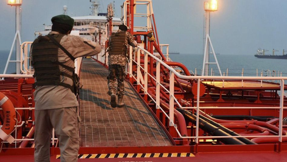 Members of the Iranian Revolutionary Guard storming the Stena Impero .